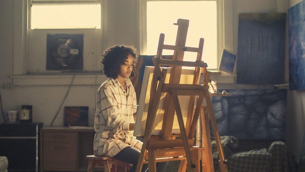 Kreativ ung kvinde